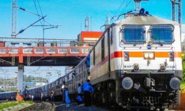 अगर आप ट्रेन से जा रहे हैं महाराष्ट्र तो इस बात का जरूर रखें ख्याल, कोरोना को देखते हुए उद्धव सरकार ने लिया फैसला