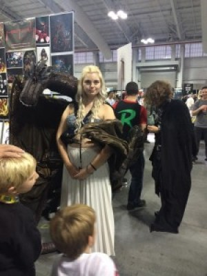 """One of the little boys in the picture asked to touch Khaleesi's dragon and she said, """"Yes. Because you asked."""" #cosplayisnotconsent"""