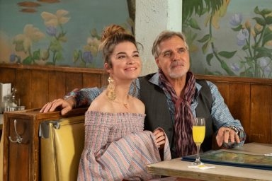annie murphy as alexis and harry czerny as artie in schitt's creek
