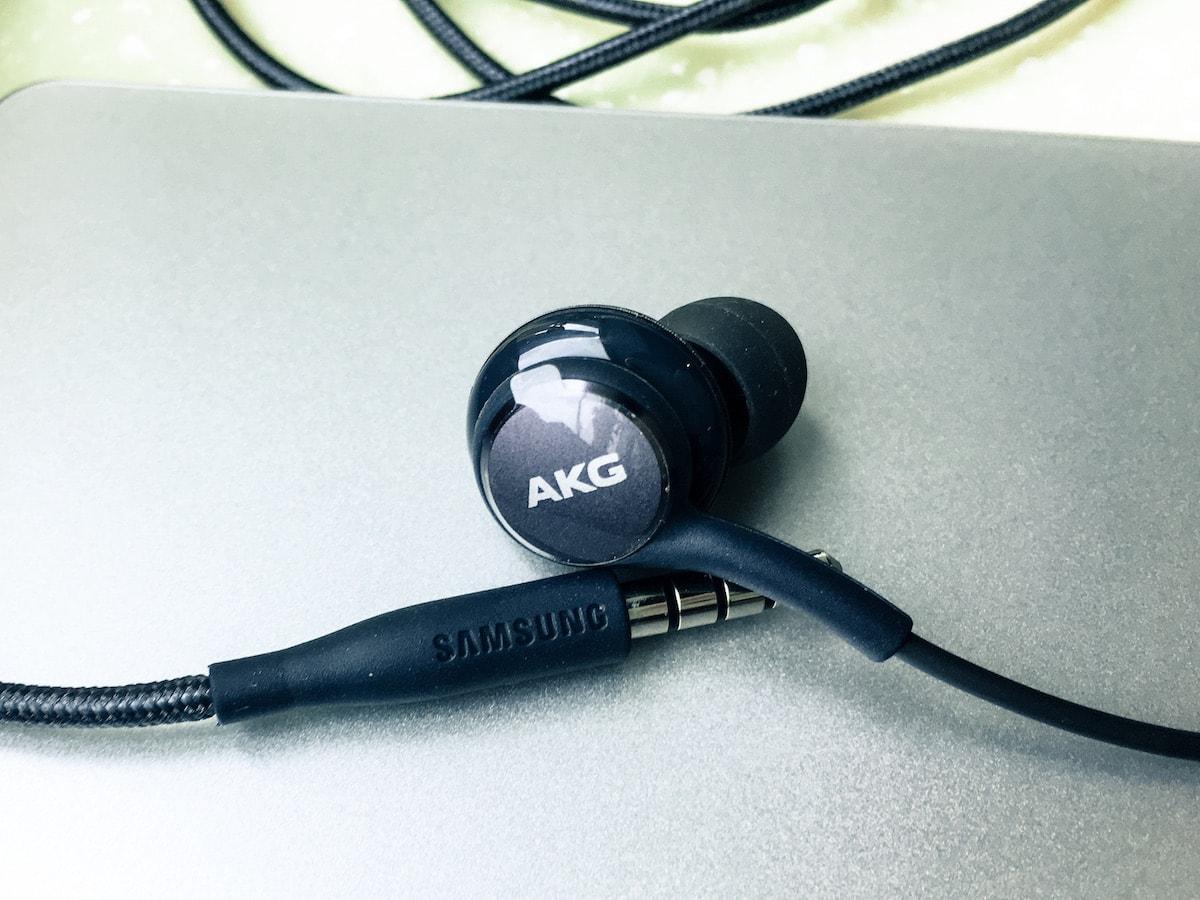 review samsung galaxy s8 akg headphone headphonesty. Black Bedroom Furniture Sets. Home Design Ideas