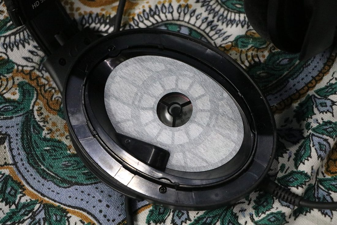Inside look at the driver of the HD 598SE