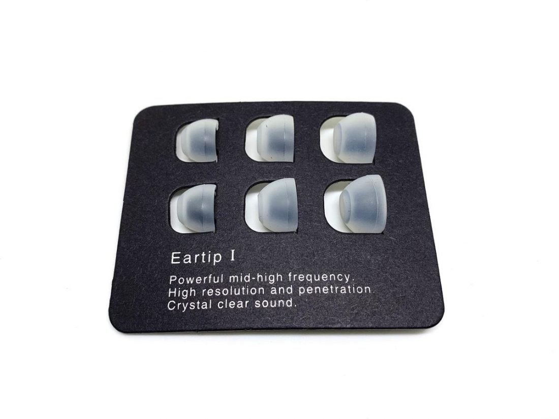 Ear tips 1 for powerful mid-high frequencies.