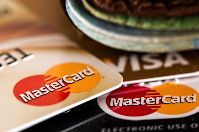 pagar con tarjeta de credito en el smartphone o celular