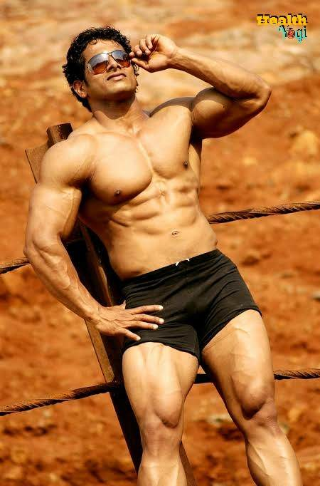 Bodybuilder Suhas Khamkar full Body HD Photo