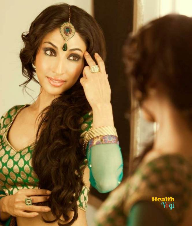 Mouli Ganguly look