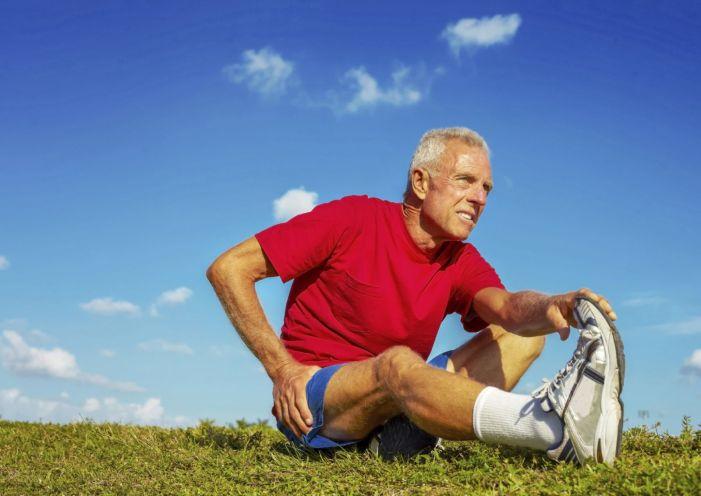 https://i2.wp.com/www.health.harvard.edu/media/content/images/older-man-stretching-hip-pain.jpg?resize=701%2C496
