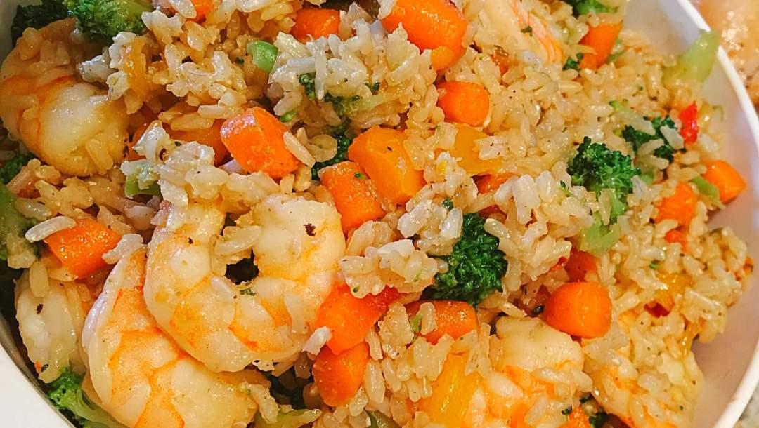 Garlic Shrimp Fried Brown Rice with Vegetables