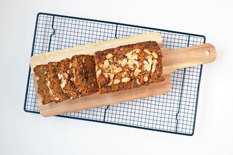 Wortelcake met noten, rozijnen en kikkererwten