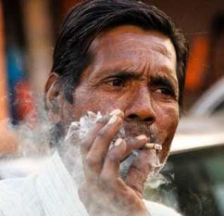 A man smokes in Jaipur