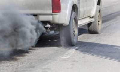 54750674 - air pollution from vehicle exhaust pipe on road, Copyright: <a href='https://www.123rf.com/profile_toa55'>toa55 / 123RF Stock Photo</a>