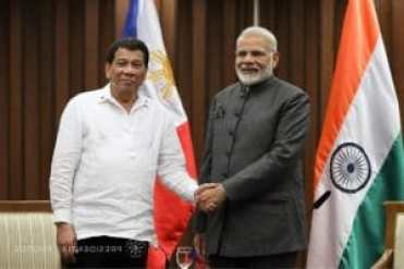 President Rodrigo Roa Duterte and Indian Prime Minister Narendra Modi pose for a photo prior to the start of the bilateral meeting at the Philippine International Convention Center in Pasay City on November 13, 2017. ROBINSON NIÑAL JR./PRESIDENTIAL PHOTO