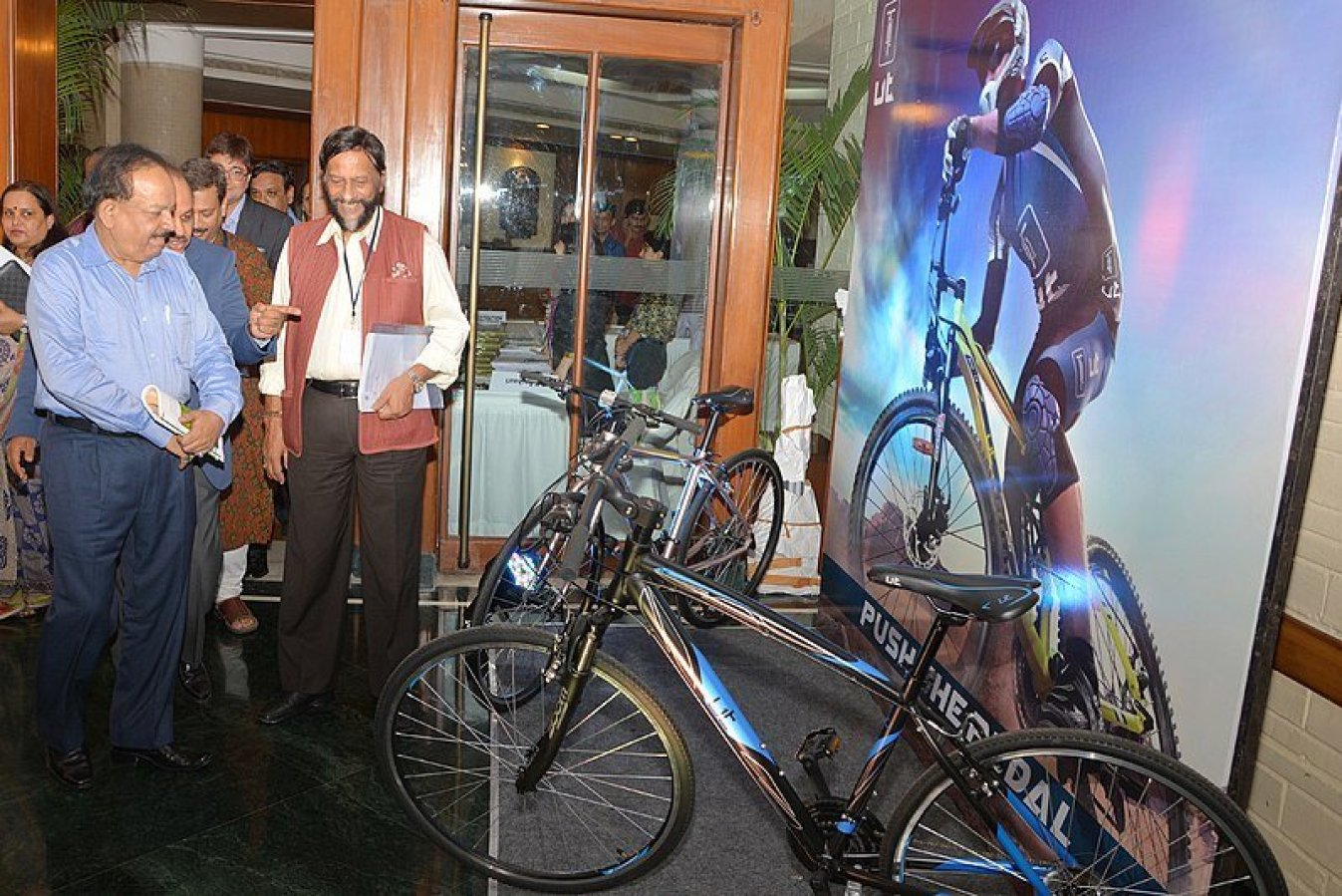 Vardhan promotes fitness at WHO meeting