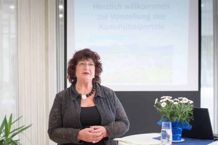 Staatssekretärin Bärbl Mielich bei der Vorstellung der Datingplattform