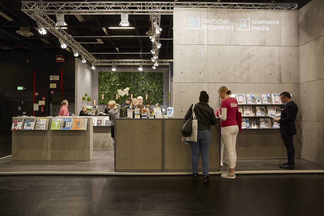 Auf der IDS präsentiert der Deutsche Ärzteverlag seine crossmediale Produktwelt.