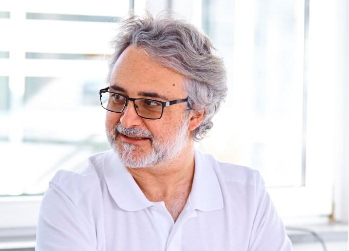 Dr. Rainer Löb ist Ärztlicher Direktor der St. Barbara-Klinik Hamm GmbH und Chefarzt der Klinik für Anästhesiologie, Intensiv-, Notfall- und Schmerzmedizin (AINS).