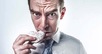 Looking To Control Food Cravings? Here Are 7 Best Tips You Should Know