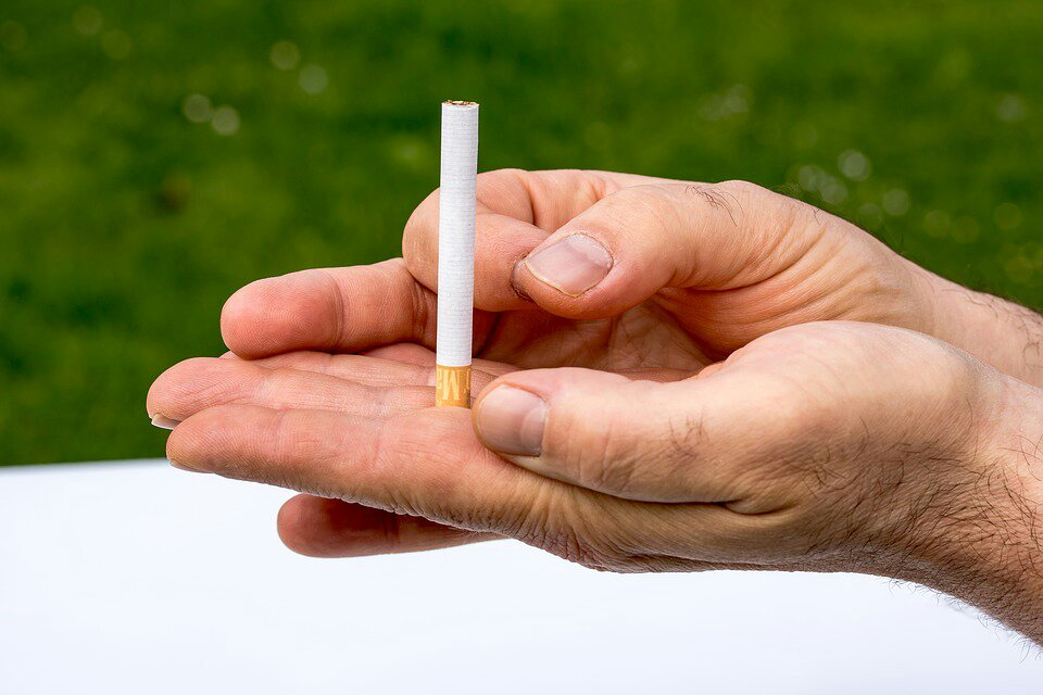 Bleeding Gum Disease: Why Smokers Need to Be Conscious of This!