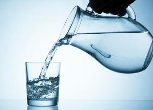 The simplest way to lose weight quickly is to drink at least 1 liter of water daily