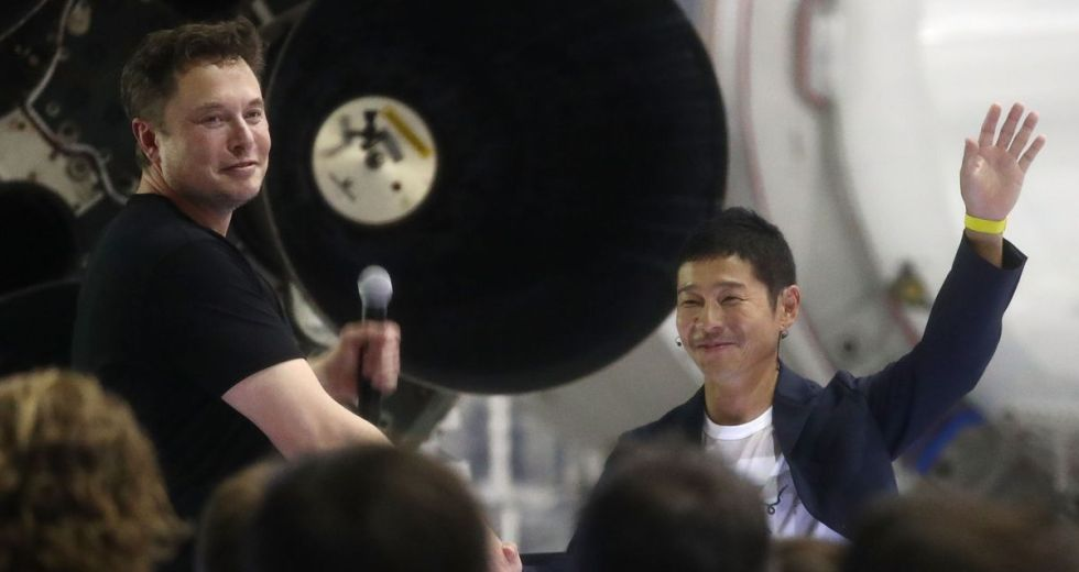 Japanese Billionaire Yasaku Maezawa To Fly Around The Moon With SpaceX