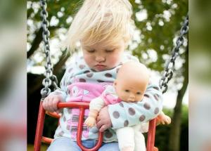 Photo Of Toddler Sleeping In A Swing Presented Signs Of Leukemia