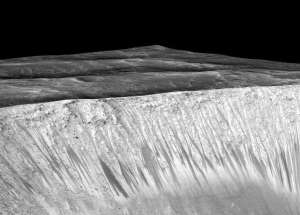 Martian Landslides May Be The Result Of Melting Ice And Salt Under The Crust