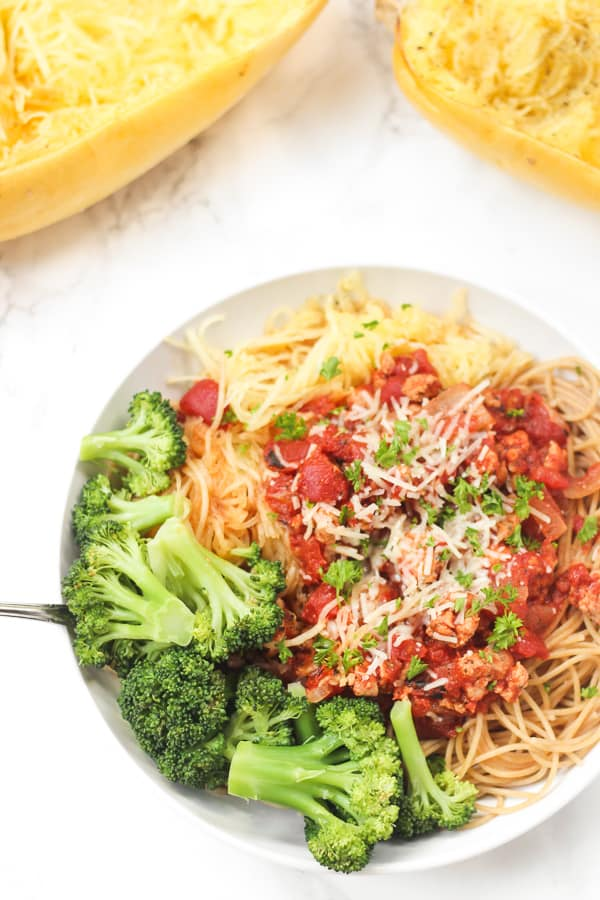 Spaghetti Squash Pasta Bowls: a giant, healthy bowl of pasta for dinner!