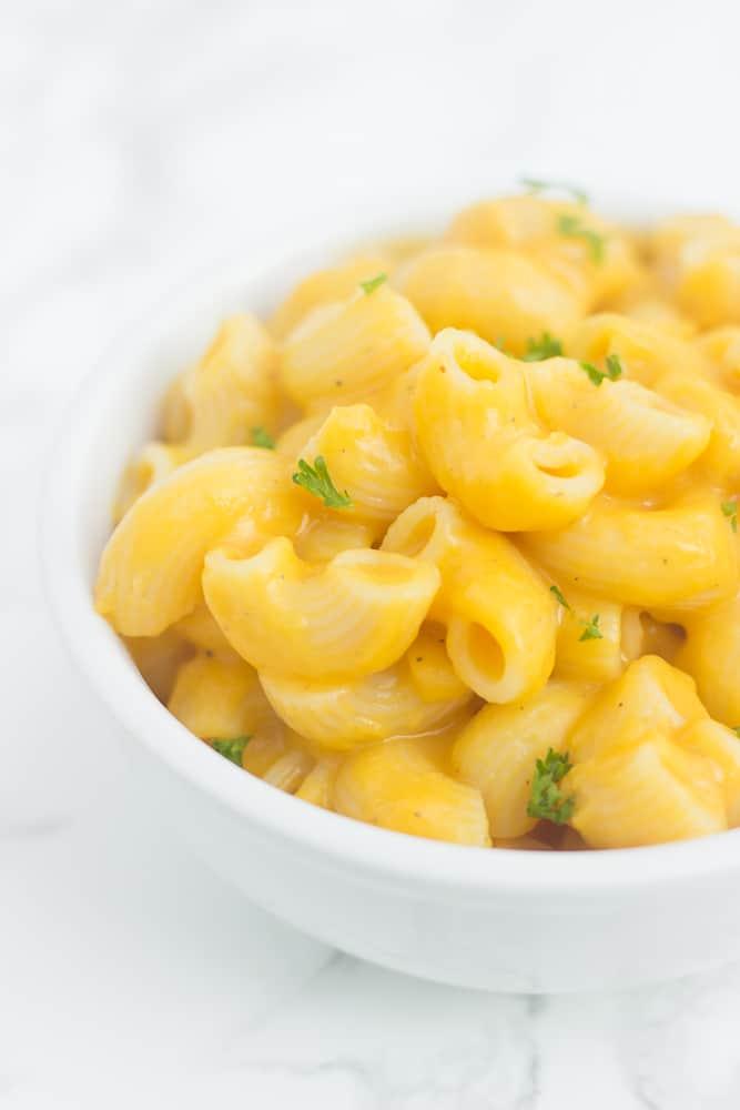 The CREAMIEST butternut squash mac & cheese with a healthy twist! // healthy-liv.com