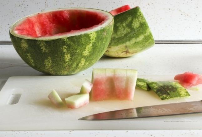 فوائد قشر البطيخ لحب الشباب