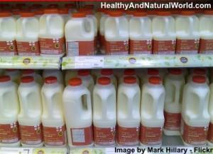 Harvard Scientist exorta as pessoas a parar de beber baixo teor de gordura do leite