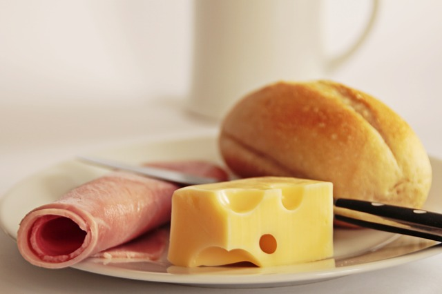 Swiss cheese contains 0.9μg per 3 oz