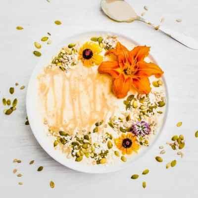 mango maple smoothie bowl