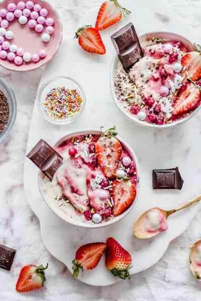 strawberry vanilla nice cream sundaes