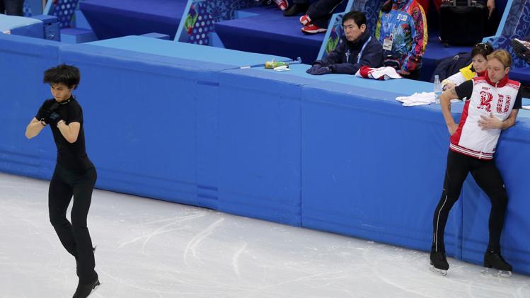 Evgeni Plushenko watches Yuzuru Nanyu spinning at practice at Sochi Olympics