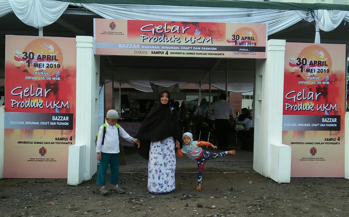 Inspirasi Bisnis Dari Telur Gulung Di Gelar Produk UKM Kampus 4 UAD Yogyakarta