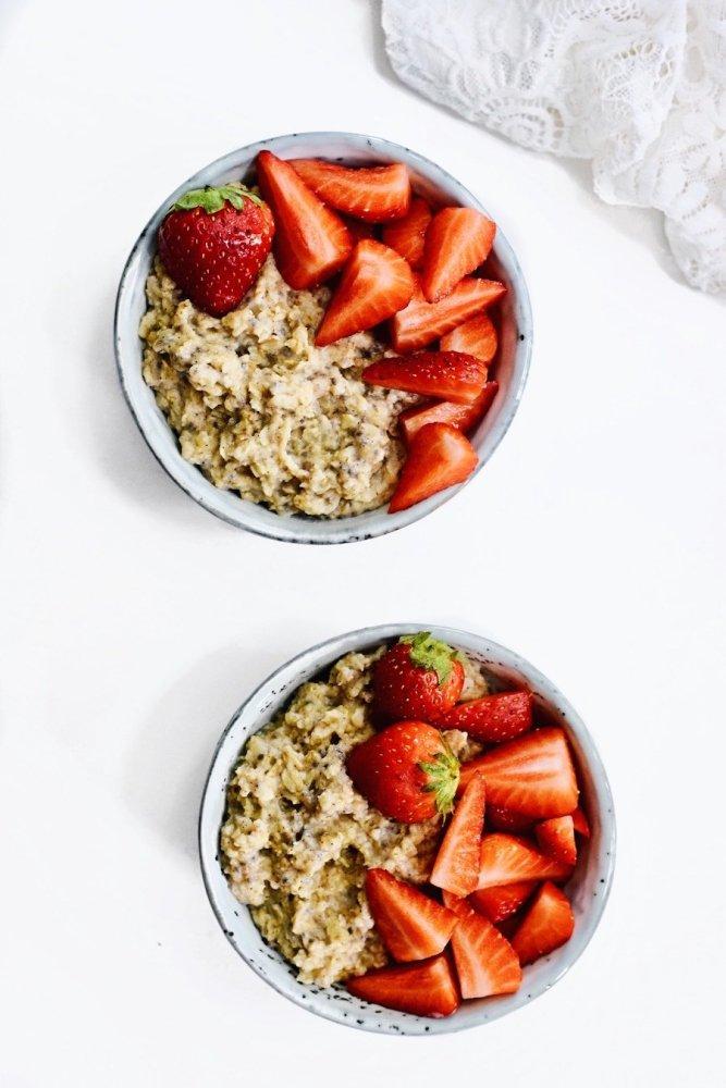 Chia porridge met verse aardbeien