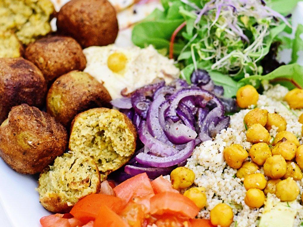 Falafel schotel met hummus | Vegetarisch recept | Healthy Wanderlust