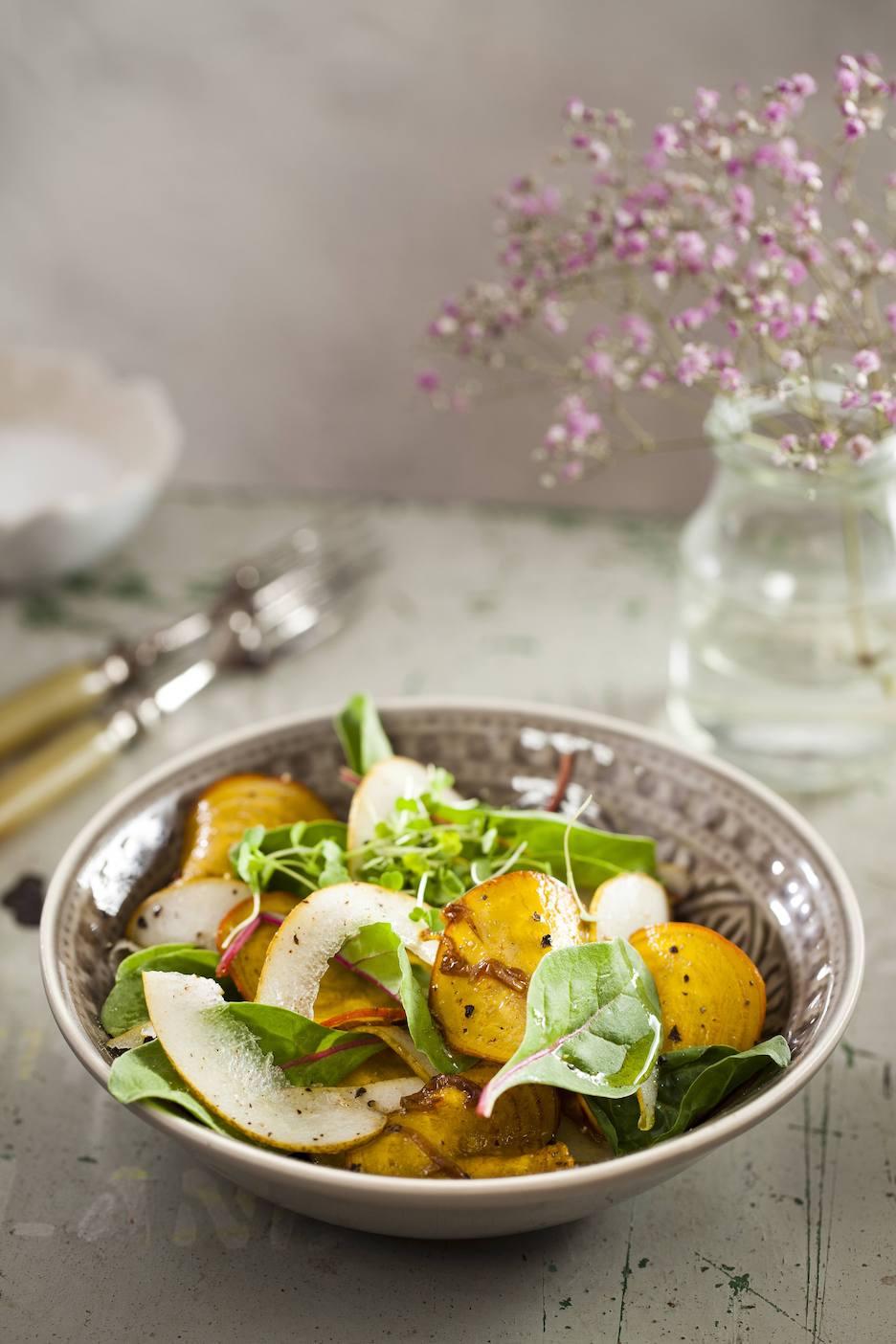 Gele bieten salade met peer en tuinkers | Salade recept | Healthy Wanderlust
