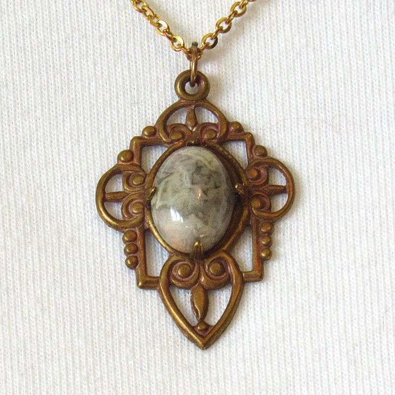 Crazy lace agate cabochon pendant antique gold