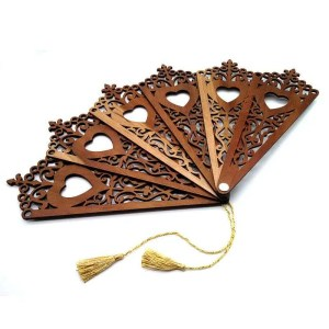 Decorative hardwood fan-filigree heart.