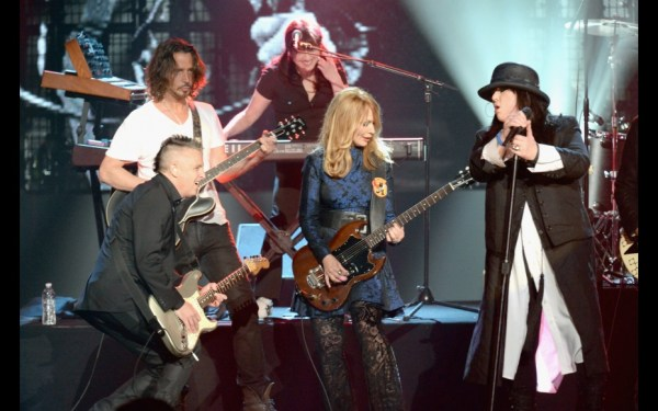 Heart performing Barracuda