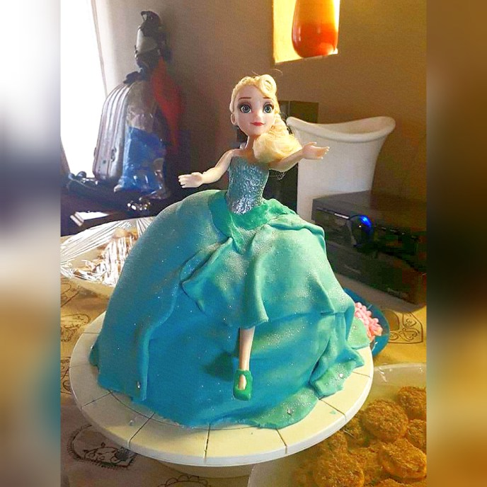 frozen running doll cake - Serene's Delights