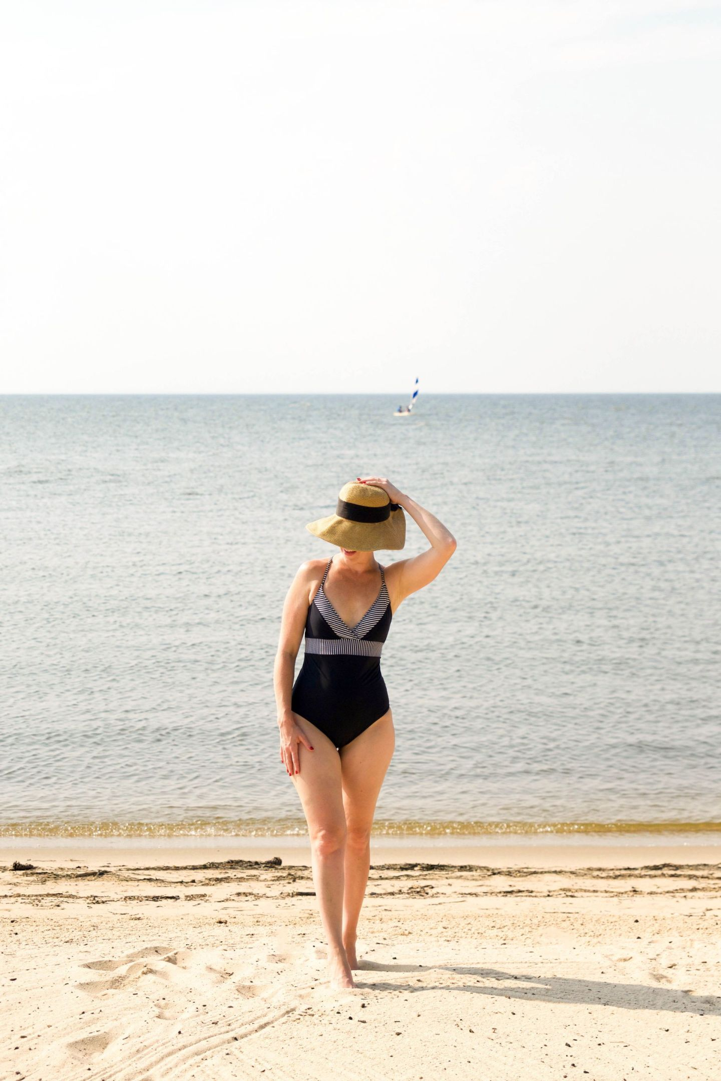vineyard vines sconset bathing suit - flattering one-piece swimsuit - tuckernuck packable hat