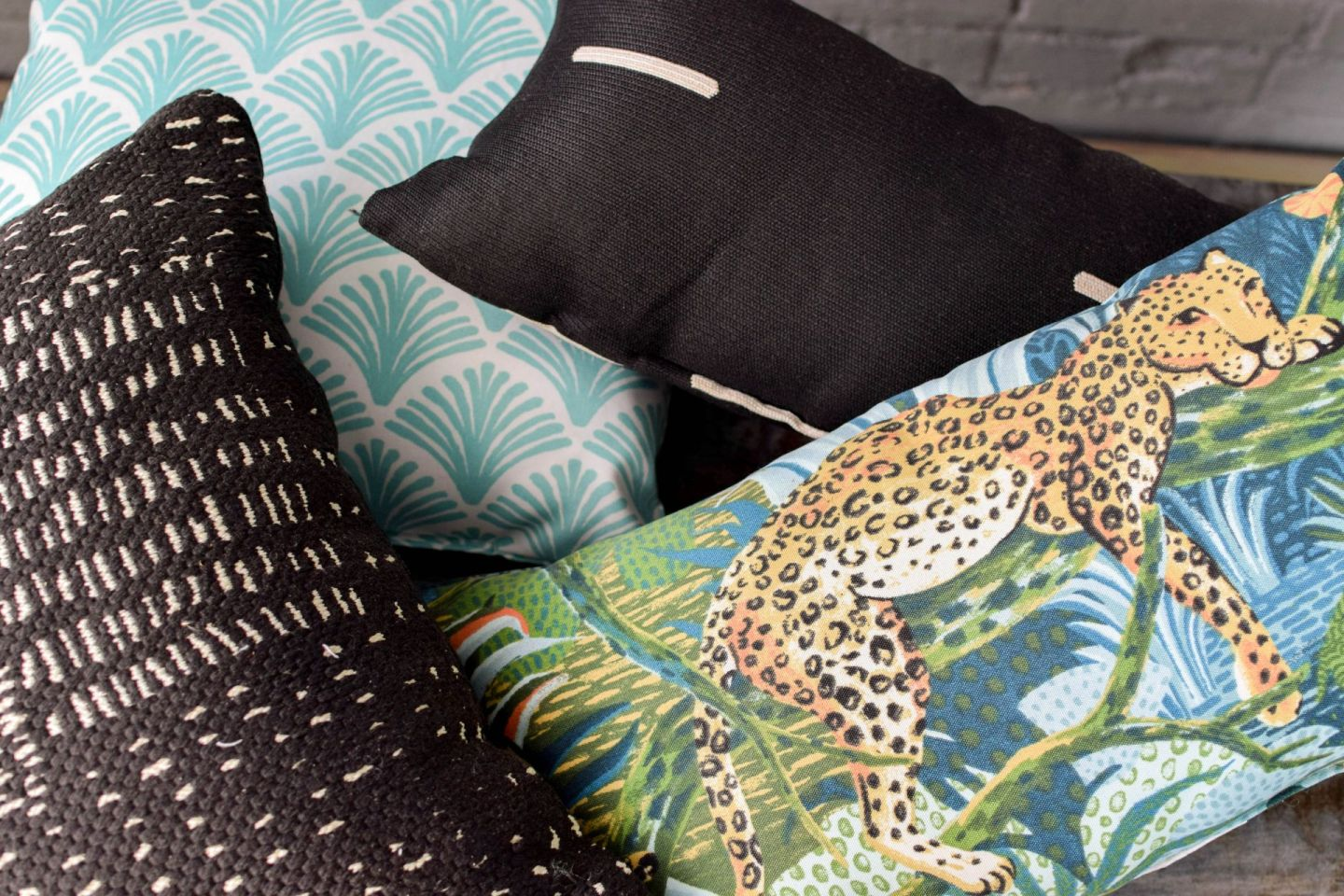 one room challenge - selecting outdoor pillows - outdoor pillow print mixing