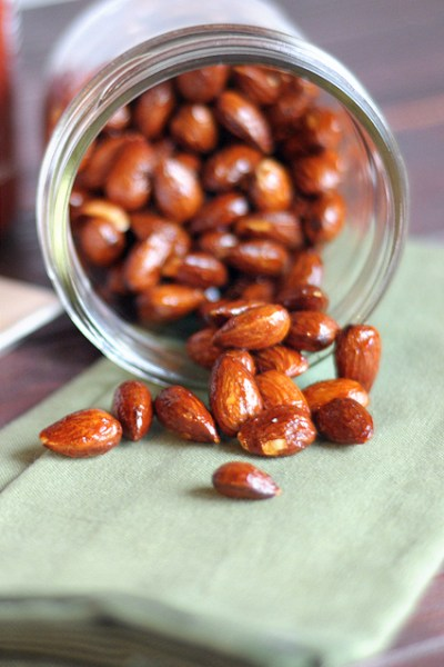 Sriracha and Brown Sugar Almonds || Heather's Dish