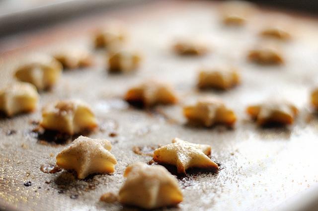 Cinnamon Sugar Pie Crust Cookies || Heather's Dish