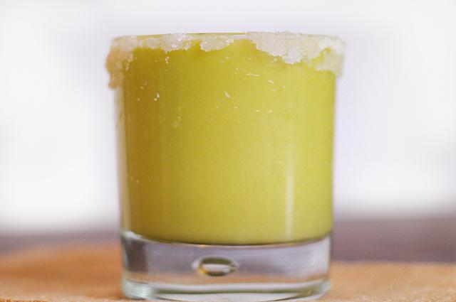 Skinny Avocado Margaritas || Heather's Dish
