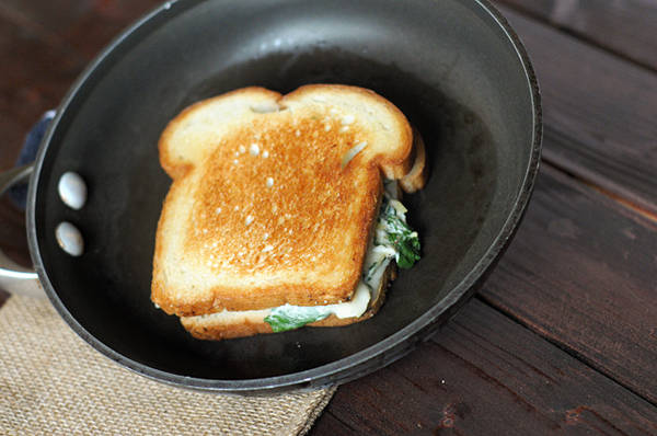 spinach-artichoke-grilled-cheese