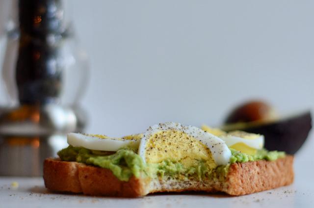 3-Minute Avocado Toast with Hard-boiled Eggs || HeathersDish.com