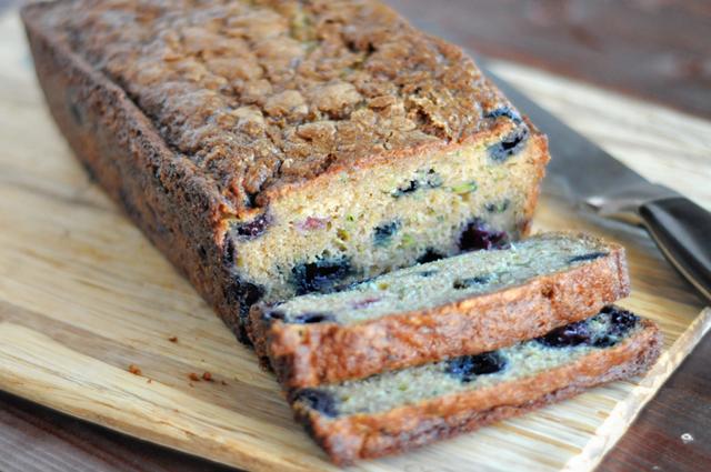 Zucchini Blueberry Bread || HeathersDish.com #breakfast #zucchini #blueberries