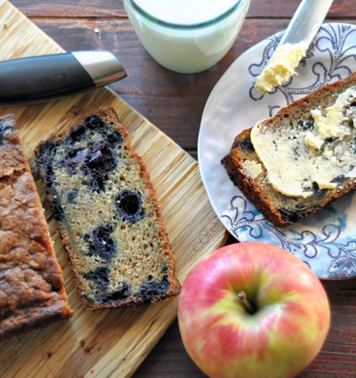 Zucchini Blueberry Bread || HeathersDish.com #breakfast #zucchini #blueberries